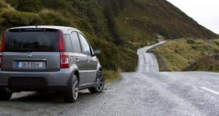 voiture-route-irlande-conduite